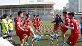 Đội tuyển U23 Việt Nam trong buổi tập luyện chờ ngày sang Thái Lan dự M-150 Cup. Ảnh: MINH HOÀNG