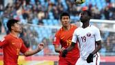 Đội U23 Trung Quốc (áo đỏ) bị loại từ vòng bảng sau khi thua Qatar ở trận quyết định. Ảnh: AFC