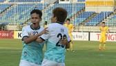 Niềm vui của các cầu thủ Yangon United khi thắng ngược đội Thanh Hóa