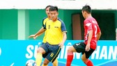 Vĩnh Long và Long An bất phân thắng bại với trận hòa 0-0. Ảnh: DƯƠNG THU
