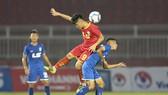 Khánh Hòa (áo đỏ) giành chiến thắng ở trận ra quân trước Thanh Hóa