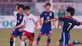 Công Phượng trong lần đối đầu cùng đội U19 Nhật Bản trước đây. Ảnh: NGUYỄN NHÂN