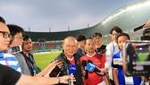 Ông Park trải lòng với giới truyền thông trước trận bán kết. Ảnh: DŨNG PHƯƠNG