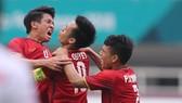 Niềm vui của các cầu thủ Việt Nam sau bàn gỡ hòa. Ảnh: DŨNG PHƯƠNG