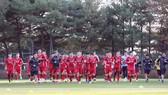 Đội tuyển Việt Nam trong buổi tập đầu tiên tại Hàn Quốc. Ảnh: Đoàn Nhật
