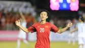 Niềm vui của Văn Đức sau bàn thắng thứ 2. Ảnh: MINH HOÀNG