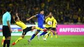 Thái Lan bất ngờ bị loại khi bị cầm hòa 2-2 trên sân nhà