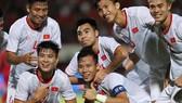 Niềm vui của các cầu thủ Việt Nam sau chiến thắng trước Indonesia. Ảnh: Minh Hoàng