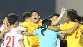 Niềm vui vỡ òa với các cầu thủ Việt Nam. Ảnh: Dũng Phương