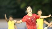Niềm vui của Việt Hưng sau bàn thắng thứ 4. Ảnh: Dũng Phương