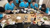 Một bữa ăn của đội tuyển nữ Việt Nam
