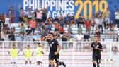 Justin Baas vui mừng sau bàn gỡ hòa 1-1 cho Philippines. Ảnh: MFF