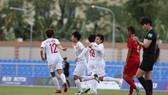 Việt Nam nhanh chóng tạo cách biệt 2 bàn ở đầu trận. Ảnh: Dũng Phương