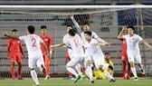 Niềm vui của Đức Chinh và các cầu thủ U22 Việt Nam sau bàn thắng. Ảnh: Dũng Phương