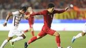 Hà Đức Chinh có 2 bàn thắng chỉ trong hiệp 1.