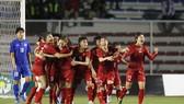 Đội nữ Việt Nam trong niềm vui chiến thắng. Ảnh: Dũng Phương