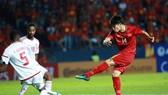Cú sút trúng hậu vệ Khalifa gây tranh cãi của Hoàng Đức vào phút 63.
