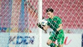 Tiến Dũng mắc sai lầm ở bàn gỡ hòa 1-1 của Triều Tiên. Ảnh: MINH HOÀNG