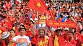 CĐV Việt Nam luôn đồng hành cùng đội nhà trên sân khách. Ảnh: DŨNG PHƯƠNG