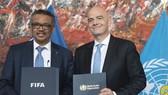 Chủ tịch FIFA Gianni Infantino và Tổng giám đốc WHO Tedros Adhanom Ghebreyesus