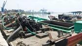"""Bắt giữ ghe gắn vòi """"bạch tuộc"""" hút cát trên sông Đồng Nai"""
