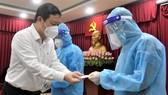 Phó Chủ tịch UBND TPHCM Dương Anh Đức thăm hỏi y, bác sĩ mắc Covid-19