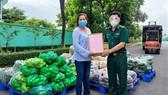 Đại diện Bộ đội Biên phòng TPHCM gửi thư cảm ơn Công ty Cổ phần Hà Mỵ