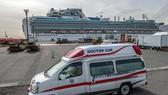 Xe cứu thương chờ bên ngoài tàu Diamond Princess tại Yokohama, Nhật Bản. Ảnh: Getty Iamges