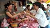 The prices of pork climb due to inadequate supply. (Photo: SGGP)