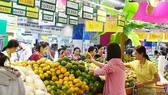 Fruit market vibrant prior to lunar New Year