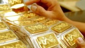Gold soars to above VND53 million per tael