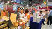 A variety of mooncakes are sold at supermarkets. (Photo: SGGP)