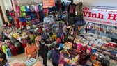 Wholesale and retail sale activities at Binh Tay Market. (Photo: SGGP)