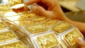 Gold drops sharply