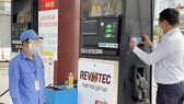 Experts suggest reducing taxes to stabilize gasoline prices
