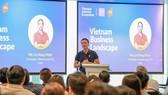 Ông Lê Hồng Minh-nhà đồng sáng lập, Chủ tịch và Tổng Giám đốc của VNG phát biểu tại diễn đàn Hệ sinh thái Internet Việt Nam diễn ra ngày 13/4, tại Singapore. Ảnh: TTXVN