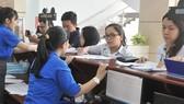 Khai thuế tại Chi cục Thuế TPHCM. Ảnh: CAO THĂNG