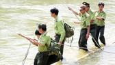 Lực lượng kiểm lâm Vườn Quốc gia Chư Mom Ray tuần tra bảo vệ rừng