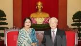 Party General Secretary Nguyen Phu Trong (R) receives Speaker of the Parliament of Bangladesh Shirin Sharmin Chaudhury (Photo: VNA)