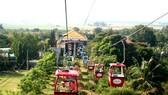 Cable car at Ba Den Mountain national tourism site. (Photo: dantri.com.vn)