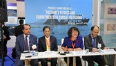 Representatives of the Ministry of Agriculture and Rural Development, VASEP and the Vietnamese Embassy in Belgium hold a press conference at the Seafood Expo Global on April 25 to update on Vietnam's efforts to fight IUU fishing (Photo: VNA)