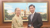 Vice Chairman of the Ho Chi Minh City People's Committee Tran Vinh Tuyen (R) receives Baroness Fairhead, Minister of State for Trade and Export Promotion at the UK Department for International Trade (Photo: VNA)
