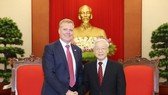 General Secretary of the Communist Party of Vietnam (CPV) Central Committee Nguyen Phu Trong (right) and Speaker of the Australian House of Representatives Tony Smith. (Source: VNA)