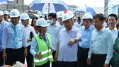 PM Phuc visits waste treatment, biogas and organic fertiliser plant in Quang Binh on August 26. (Photo: VNA)