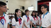 Deputy Prime Minister Vu Duc Dam meets with children at the forum (Source: phunuvietnam.vn)
