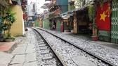 Coffee shops on Hanoi's train street shut down