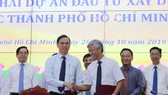 HCMC and Tay Ninh province sign a cooperation agreement to build HCMC-Moc Bai expressway. (Photo: sggp)