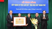Secretary of HCMC Party Committee Nguyen Thien Nhan presents a certificate recognizing Thu Thiem Church as a historic and cultural site at the municipal level. (Photo: Sggp)