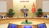 Prime Minister Nguyen Xuan Phuc (centre) speaks at the national teleconference on April 10 (Photo: VNA)
