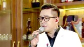 Singer Tuan Hung sings at his online performance.